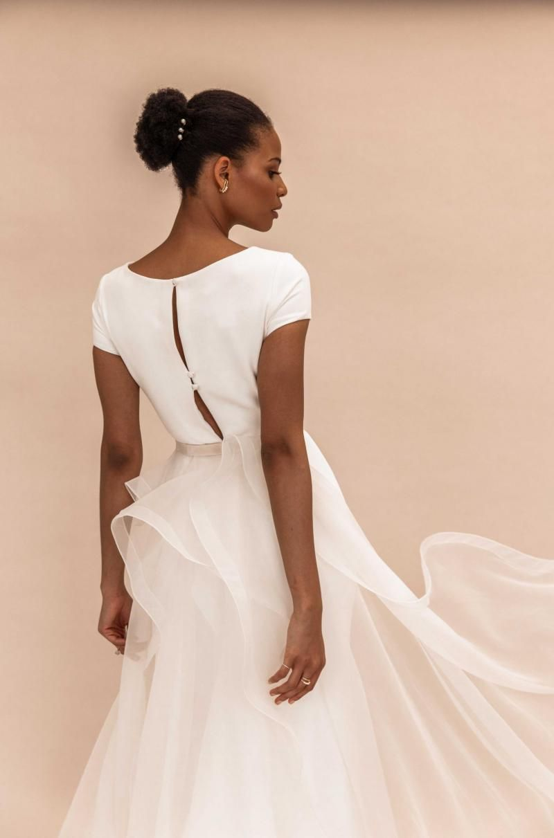 The Oval Train by Karen Willis Holmes, organza detachable wedding dress train.